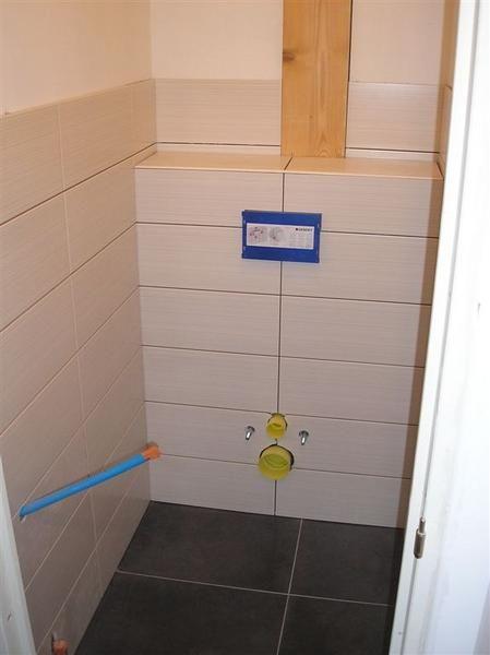 Voici en quelques photos, le montage et l\'habillage d\'un WC ...