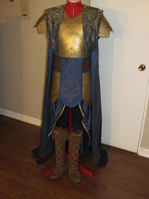 LotR Gil-galad costume... how does she create such gorgeous costumes?!?