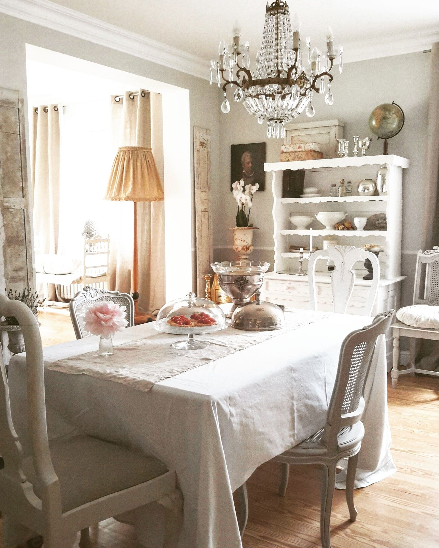 at home dining room brocante charmante white and vintage pinterest. Black Bedroom Furniture Sets. Home Design Ideas