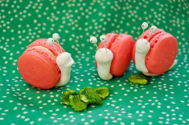 La conchita se puede hacer con galletas o merengue. El cuerpo se puede hacer de masa, pasta o relleno de galletas.