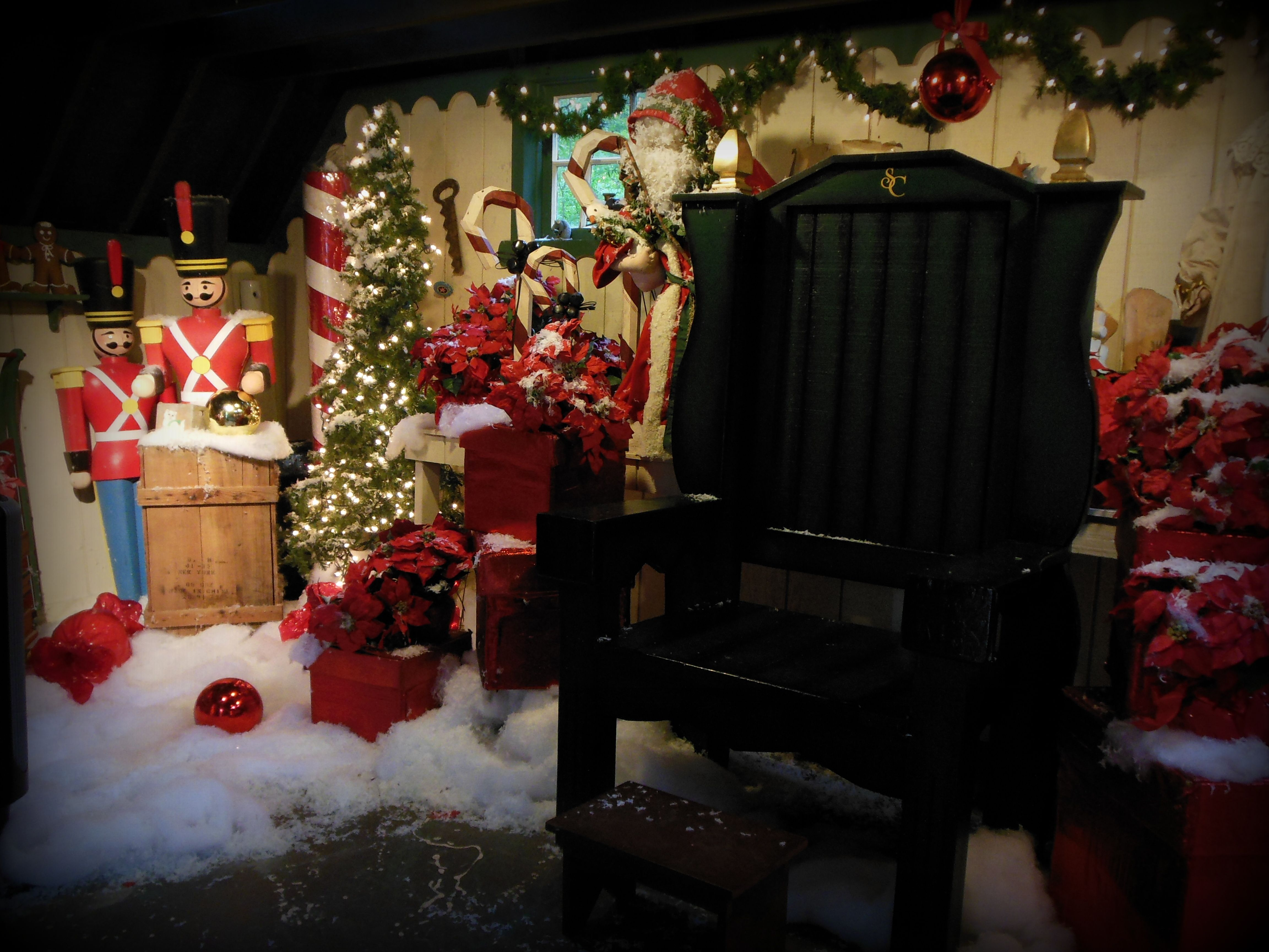 Overlys Christmas Lights.Overly S Elves Decorate Santa S Workshop For Idlewild Park S