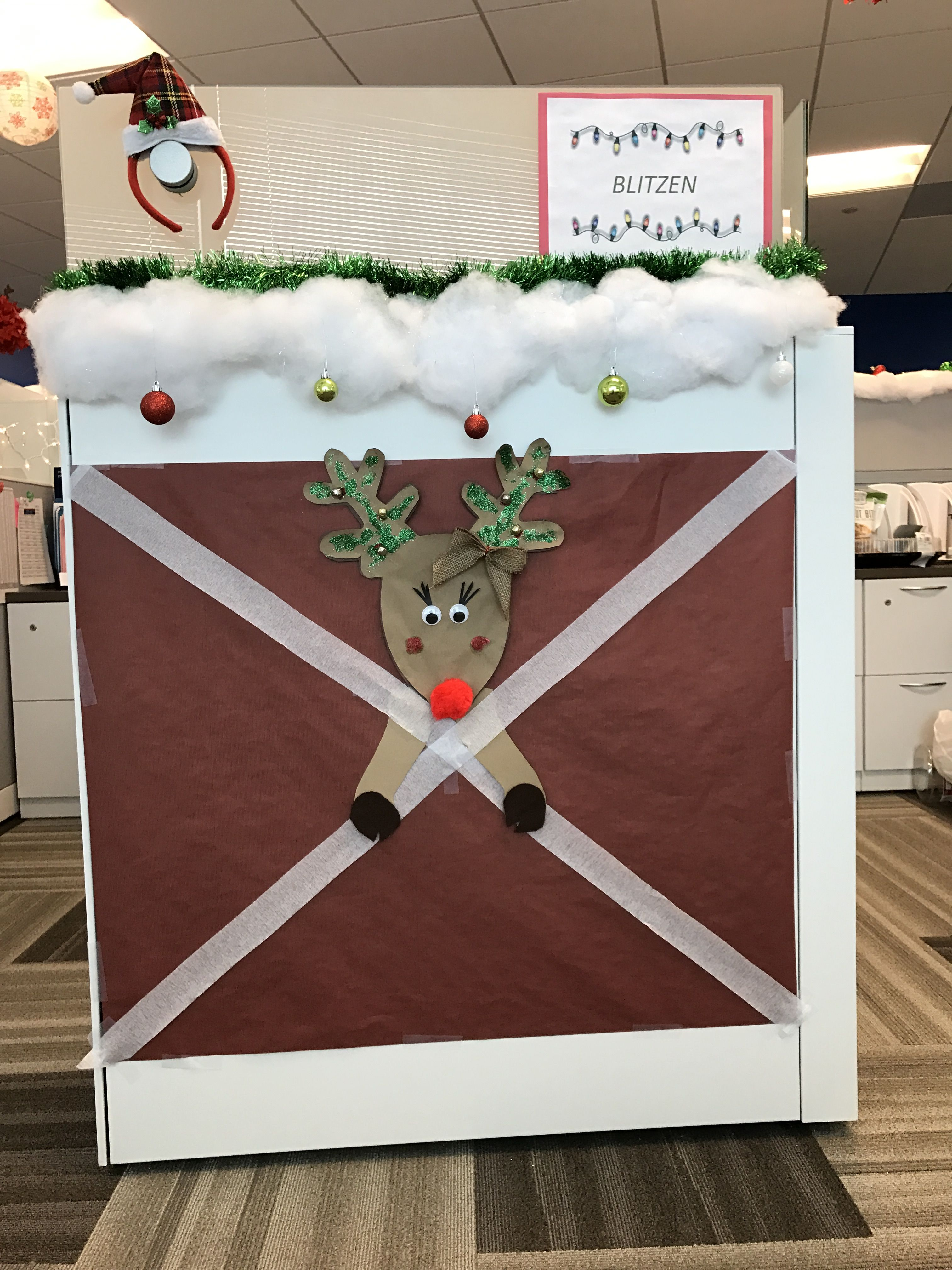 Reindeer stable for cubicle   Office christmas decorations ...