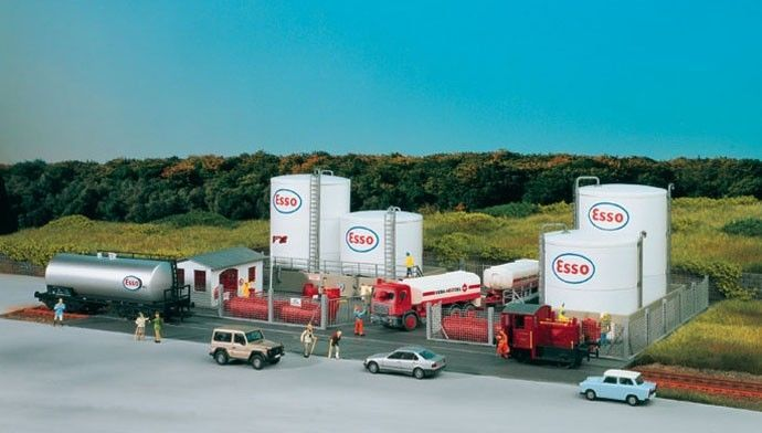 Piko Ho Scale 1 87 Esso Tank Farm Complex Kit Mint 61141 Ho Scale Model Train Scenery Model Trains