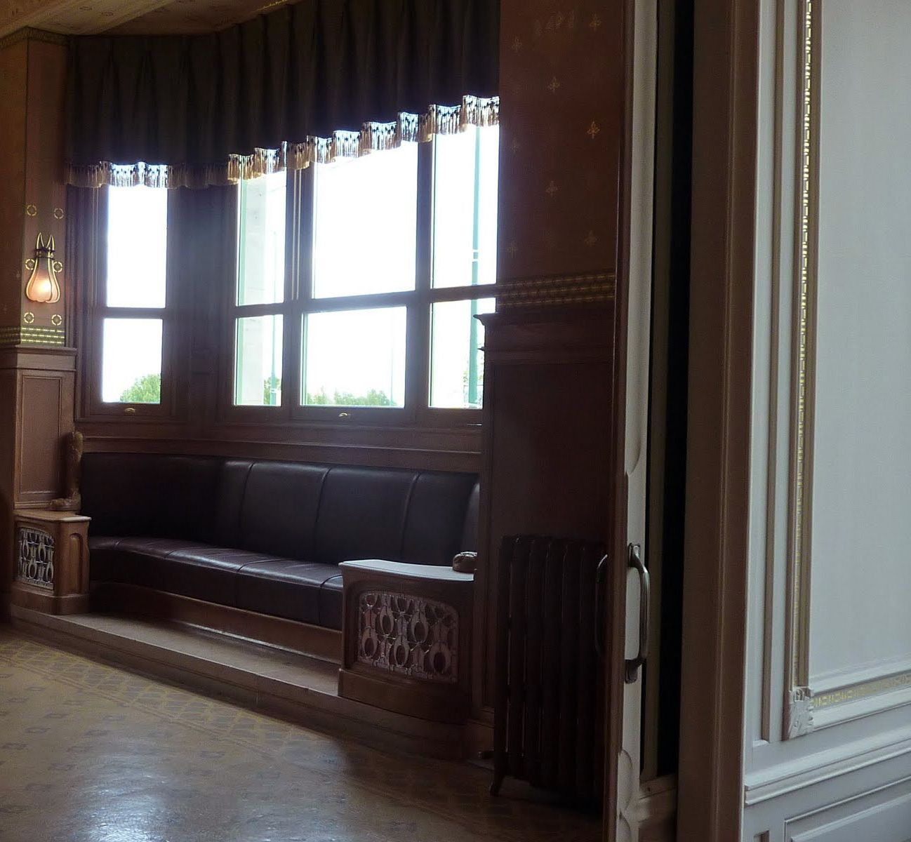 art nouveau villa demoiselle reims int rieurs banquette de fen tre boiseries et. Black Bedroom Furniture Sets. Home Design Ideas
