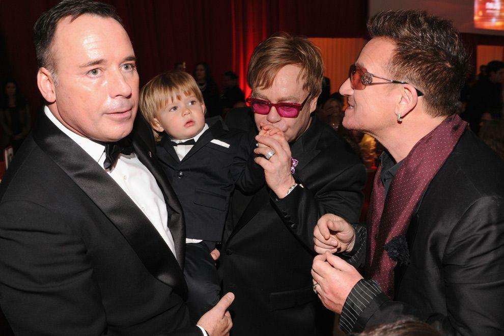 Un Anfitrión De Dos Años Y Looks Inesperados Así Celebraron Las Estrellas Su Triunfo Bono Elton John Paul Hewson