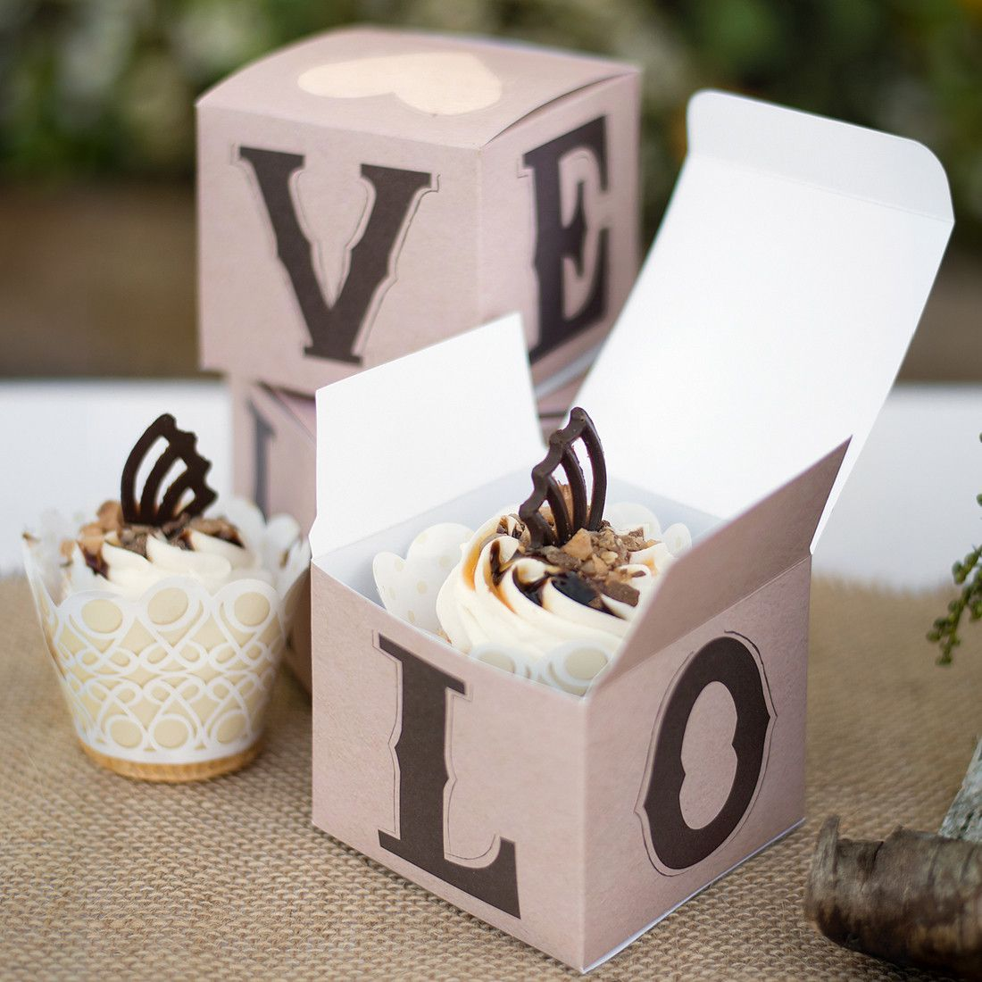 Everything You Need To Know About Wedding Cake: Rustic Love Wedding Party Cupcake Box