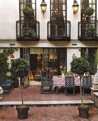 Charlotte Moss courtyard?