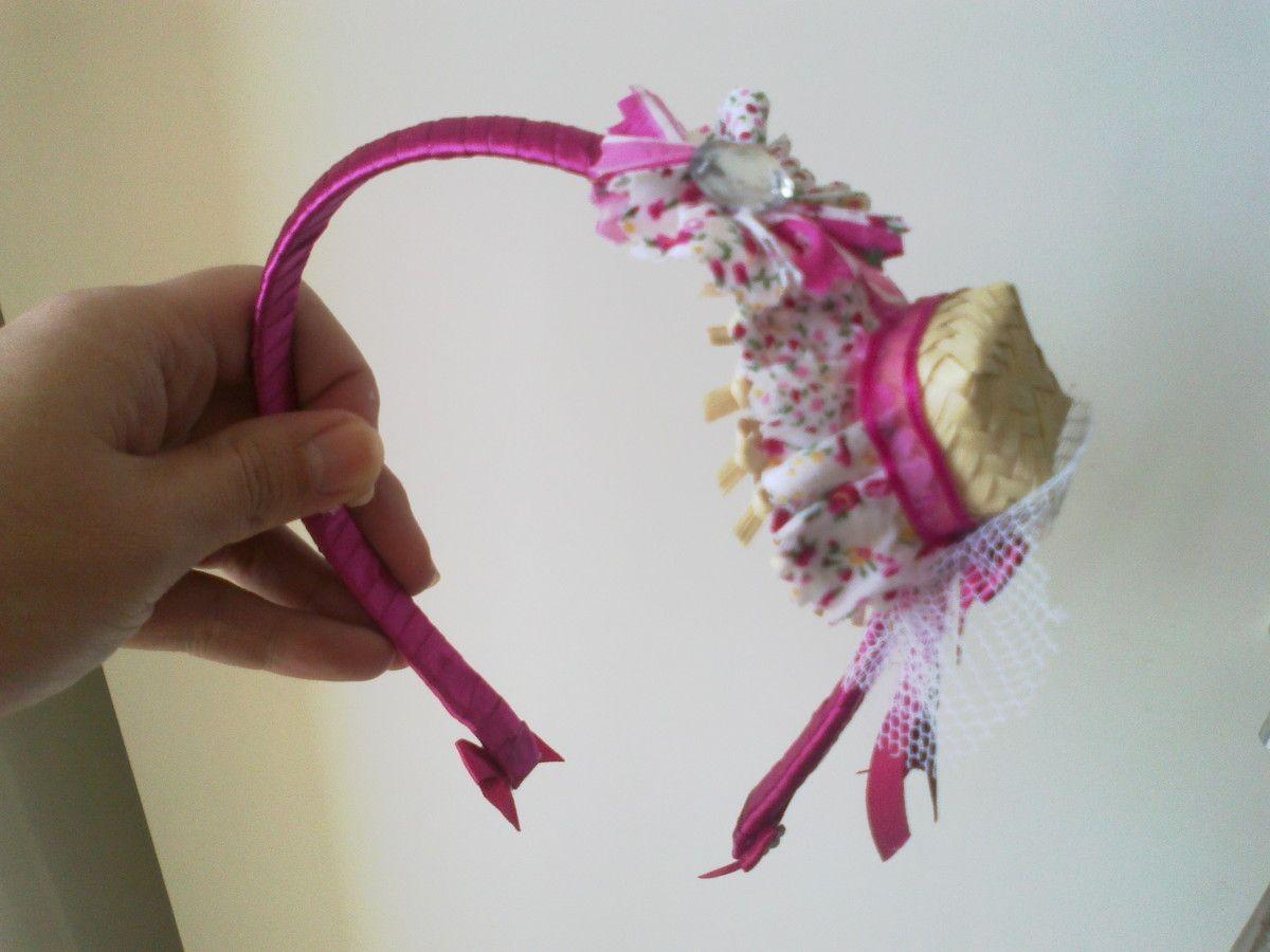 Tiara Coberta Com Fita Com Detalhe Em Mini Chapéu De Palha Decorado