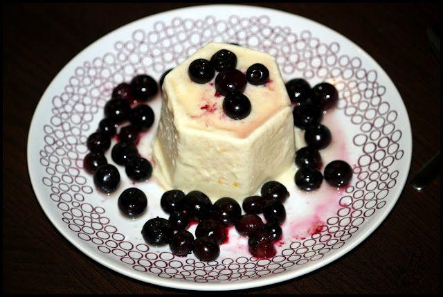 Joghurtparfait mit karamellisierten Heidelbeeren