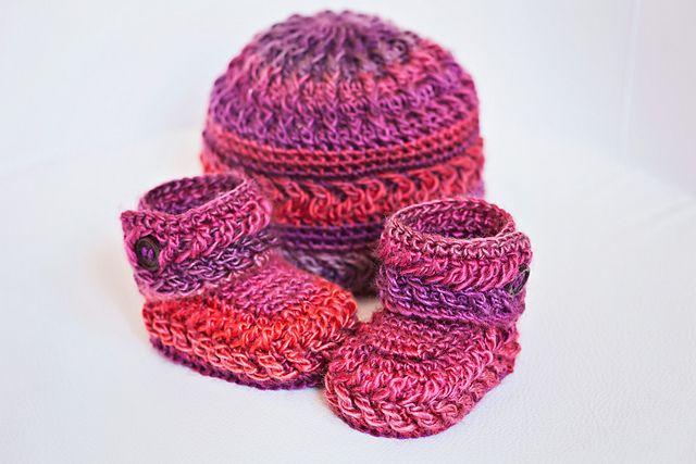 Chevron Booties and Hat pattern by Mon Petit Violon | Ropa tejida ...