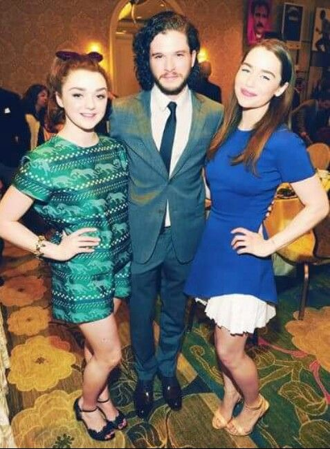 ~Emilia with Maisie & Kit~   Game of thrones cast, Maisie ...