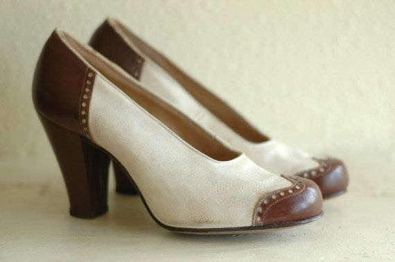 b01ce60420fcf Vintage 1940s shoes / 40s spectator pumps / white and brown heels ...