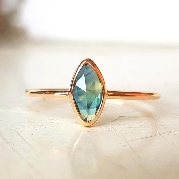 Lieblings Ring aus Gold 333 mit natürlichem blau Saphir. Einfassung mit @OY_19