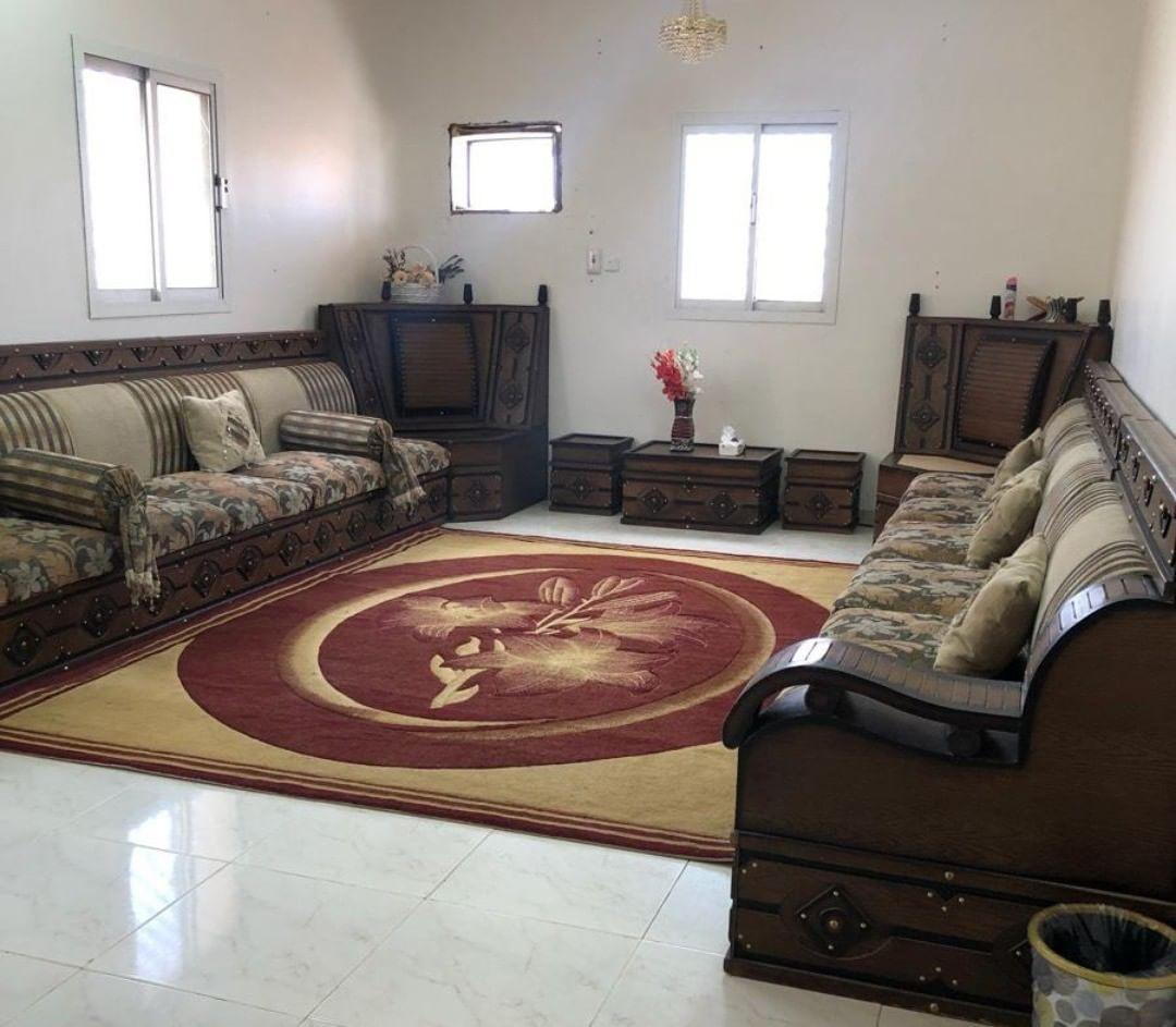 كنب للبيع مع السجاد نجران Home Decor Decor Furniture