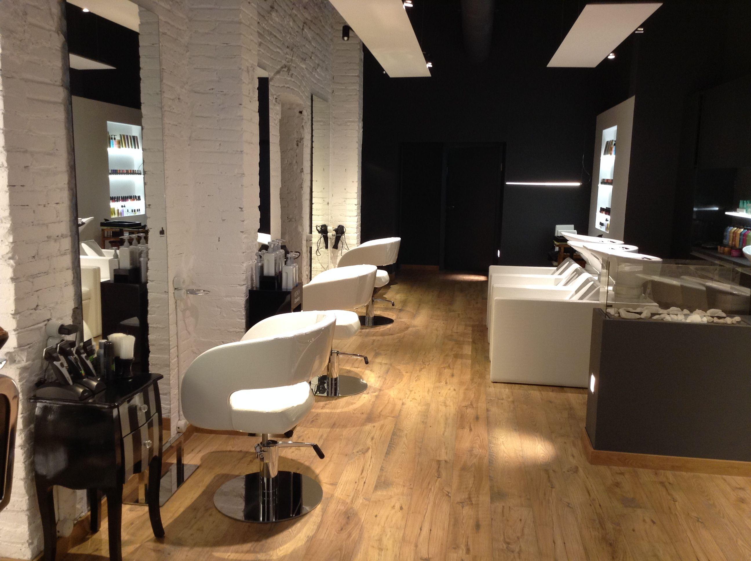 En la calle gandesa 3 de barcelona se encuentra la for Mobiliario de salon