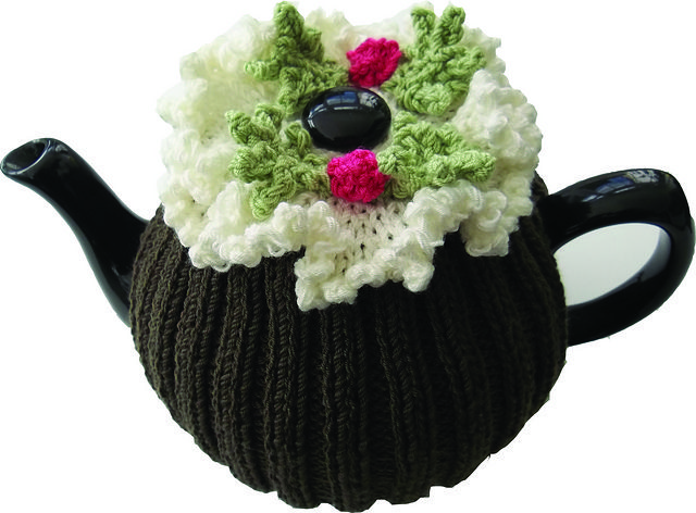 Christmas Pudding Tea Cosy pattern by Audrey Wilson | Teteras