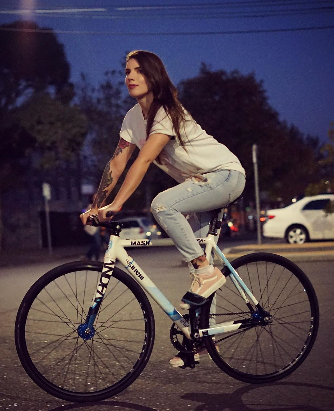 Idea By Junior On Fixed Gear Bicycle Girl Bicycle Chic Bicycle
