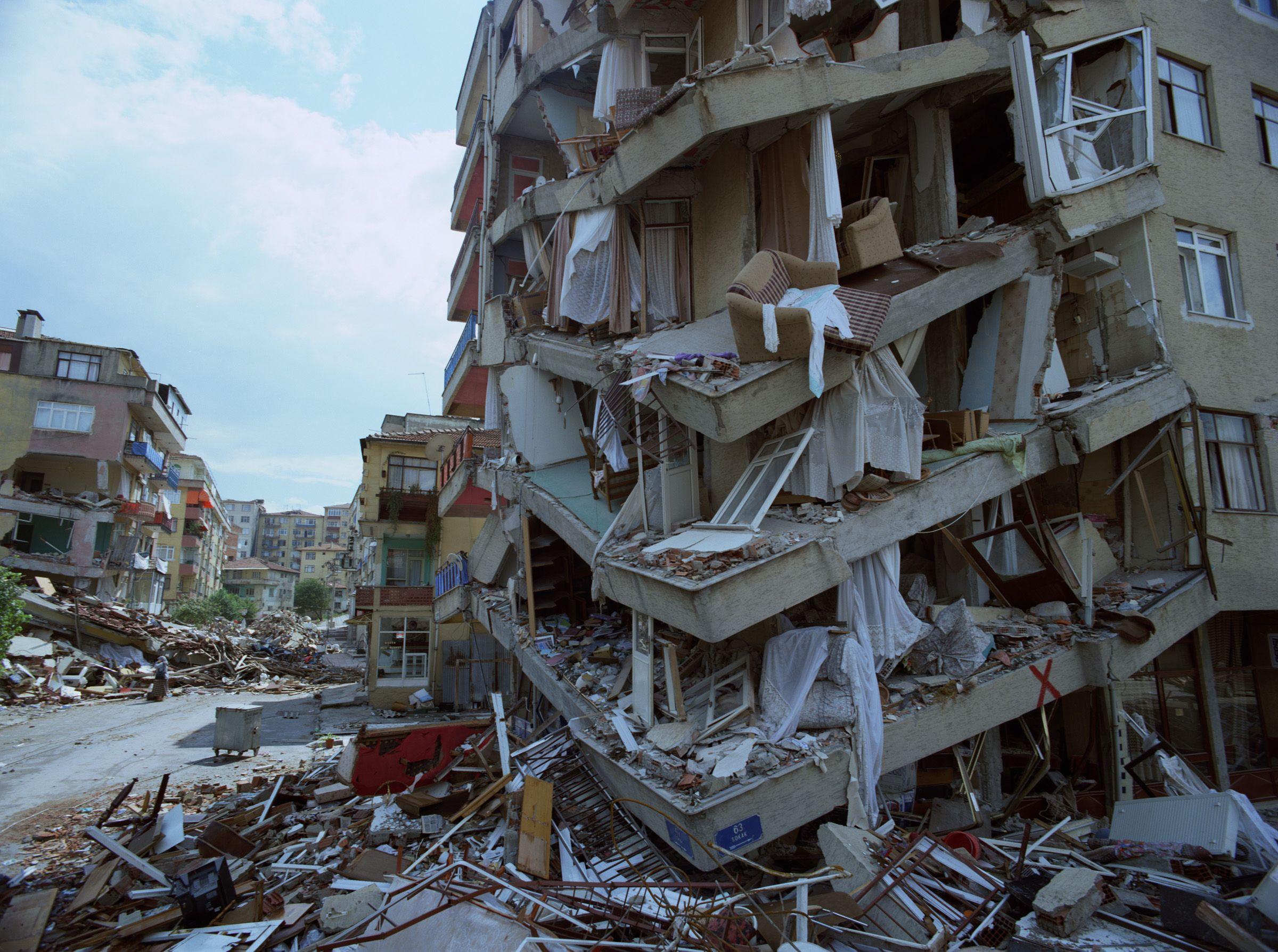 results of an earthquake, Izmir, Turkey | Earthquake damage, Earthquake, Nature