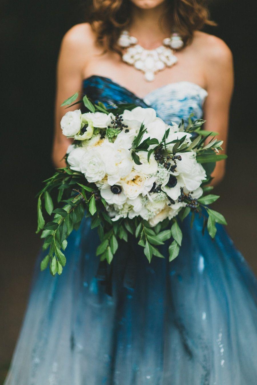 Blaues Kleid, weißer Strauß, perfekt | Studio Casterillo || repinned ...