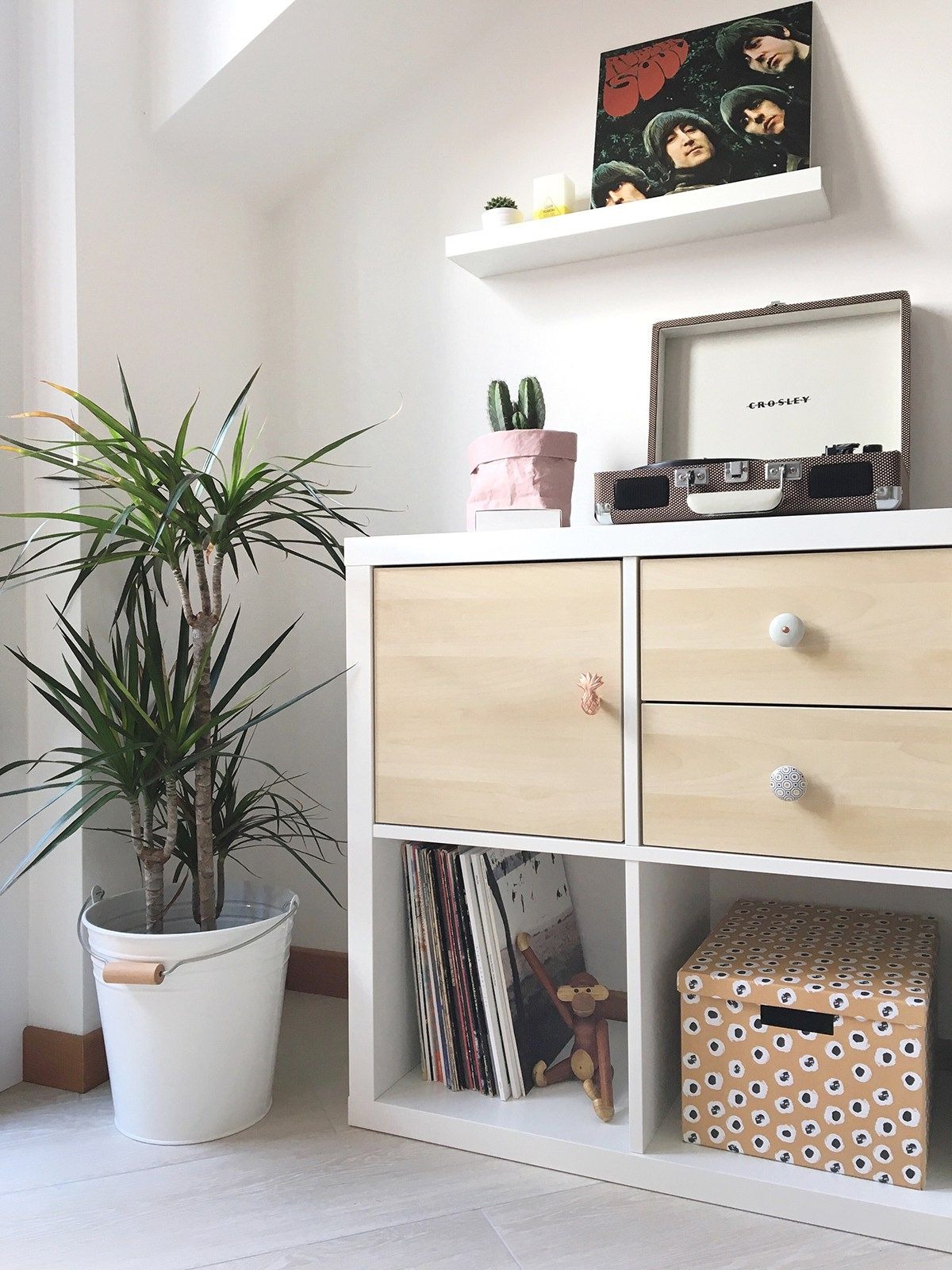 Diy how i customized my ikea kallax shelving unit with doors knobs blogger inspiration - Kallax ideen wohnzimmer ...