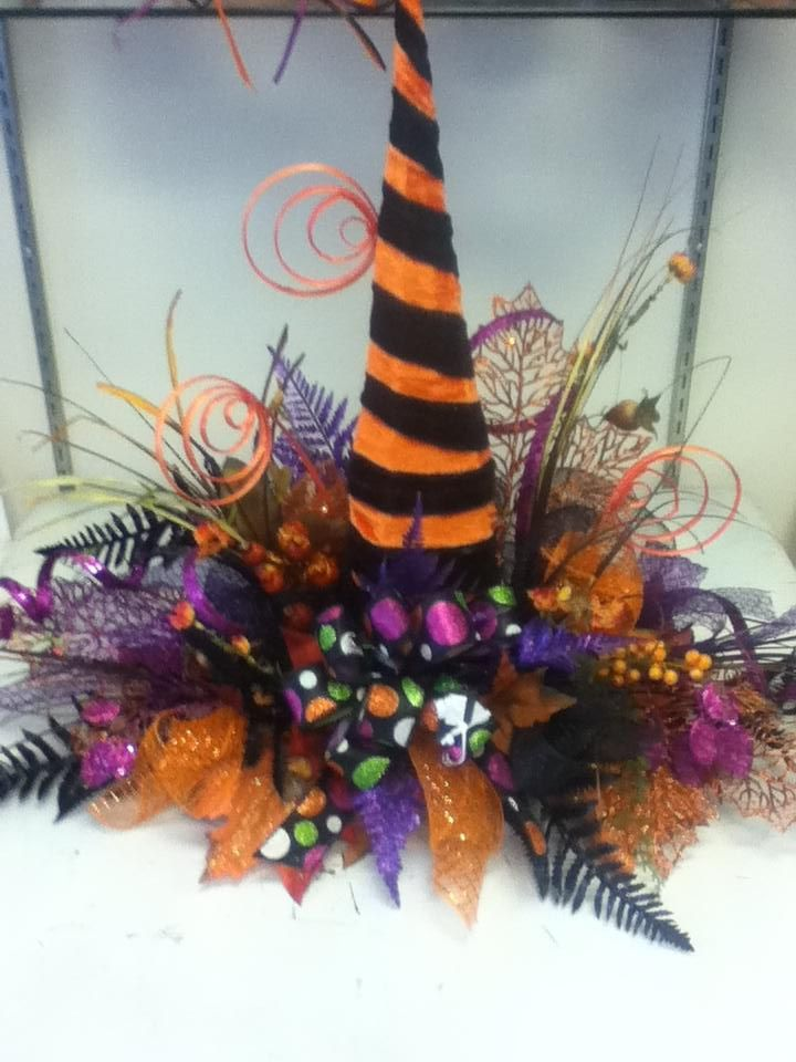 what a beautiful witch hat centerpiece - Halloween Centerpieces