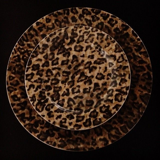Leopard Dishes OMG i need these!  sc 1 st  Pinterest & Dark leopard print plates. | Leopard | Pinterest | Leopards Dark ...