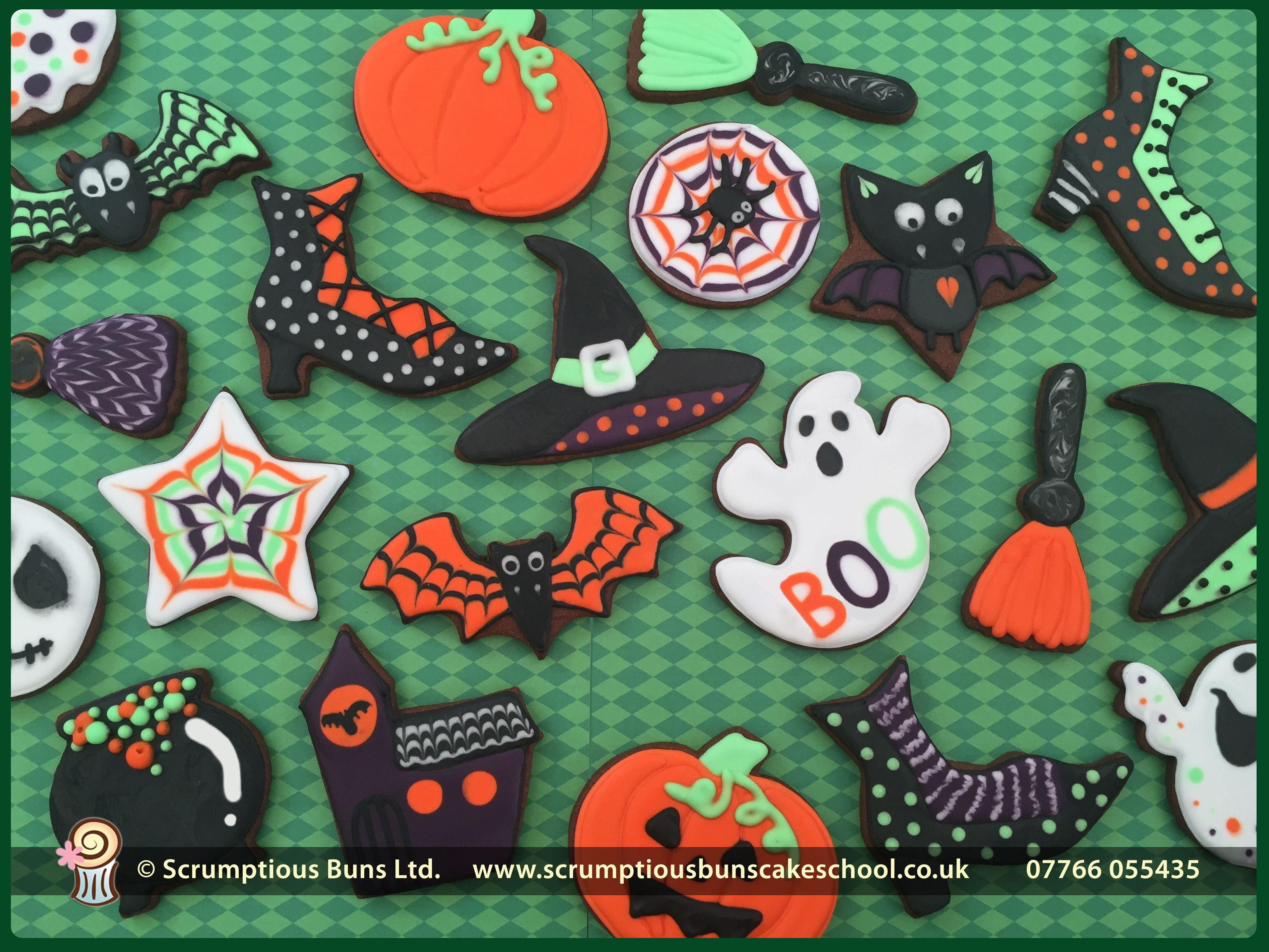 Halloween Cookies Royal iced bats, witches boots, pumpkins, ghosts - halloween houses decorated