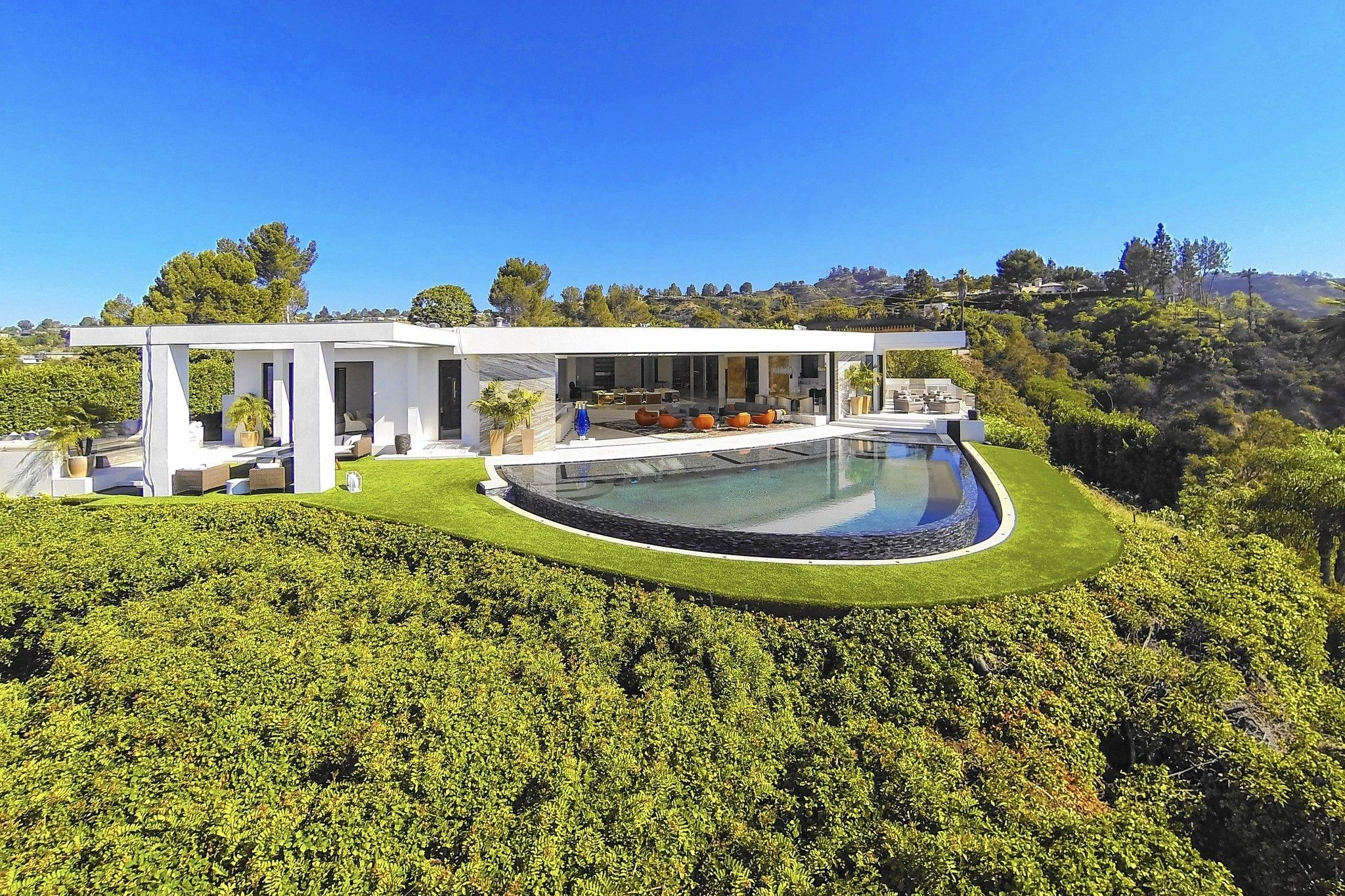 More Tech Industry Buyers Are Snapping Up L A Real Estate Beverly Hills Houses Architecture Mansions