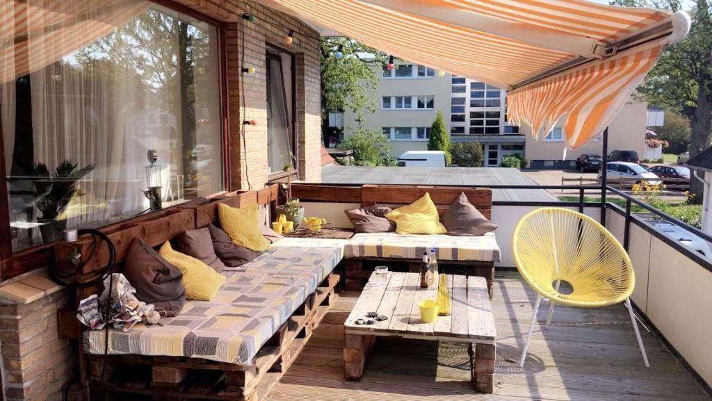 Balkonmöbel aus europaletten  Kreative selbstgemachte Balkonmöbel: Sitzgarnitur und Tisch aus ...