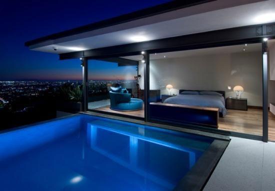 Maison de star, avec piscine avec vue sur la chambre via une grande