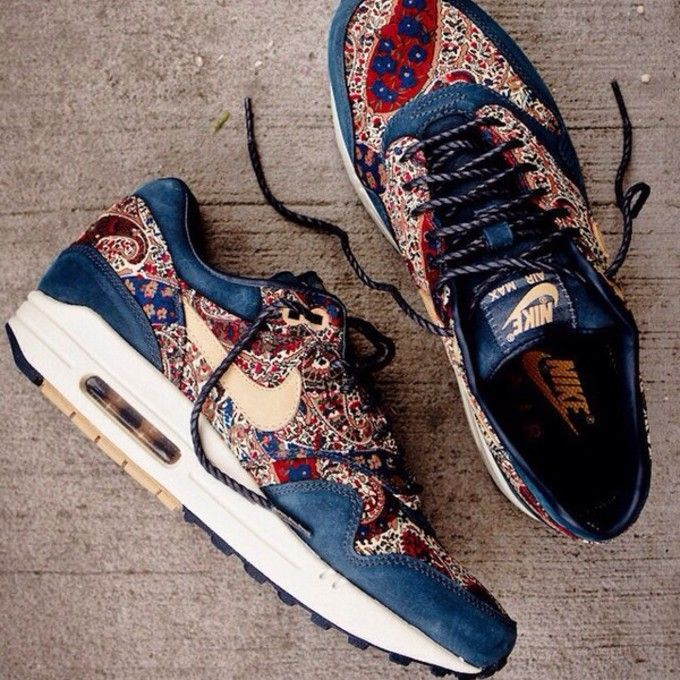air max navy and white flowers