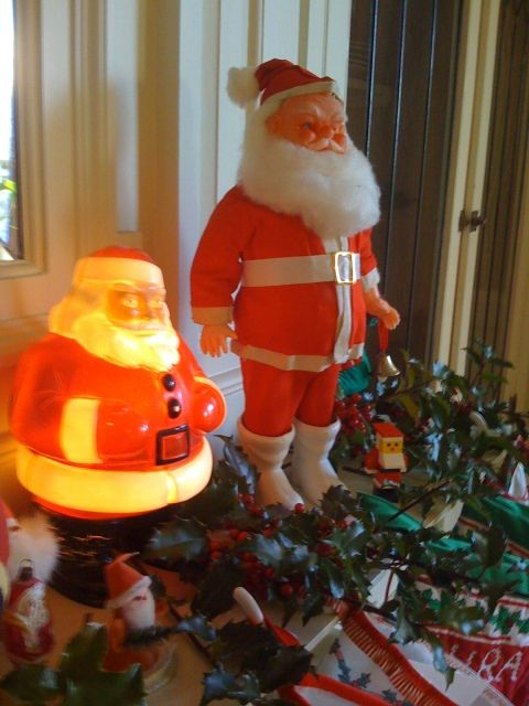 I remember loving our lighted Santa just like this!