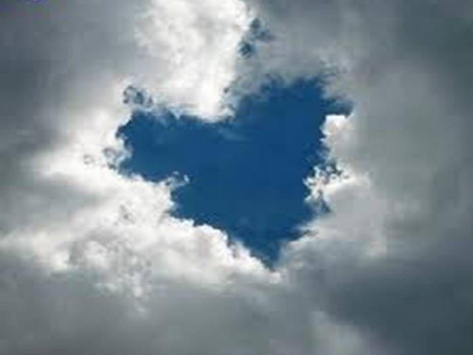 7)Un giorno ritrovo davanti a me una nuvola scura.Mi ricorda tanto Grigina.La guardo fissa negli occhi e mi accorgo di rivedere lo stesso sguardo di Grigina.Era proprio lei:era venuta perché contraria al razzismo e voleva contribuire a far cambiare quest'idea stupida alla gente. Sorpresi di ritrovarci ci abbracciamo e ci raccontiamo come sono cambiate le nostre vite in questi anni. D'ora in poi saremo più unite che mai, nonostante i pensieri della gente.