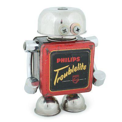 Bestaat uit: Kommetje, Philips troublelite blik, steunen badkamer ...