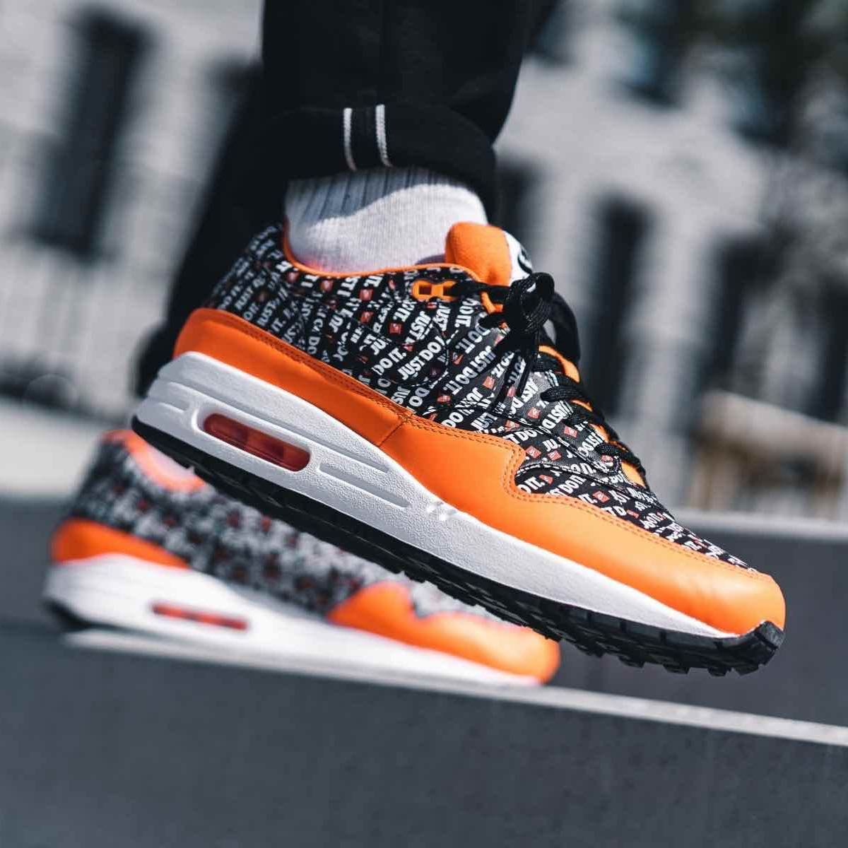 bf500ff2089ec3 Nike Air Max 1 Premium « Just Do It » Black   Orange   White