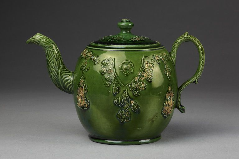 Photo of Teapot and cover | Josiah Wedgwood and Sons | V&A Search the Collections