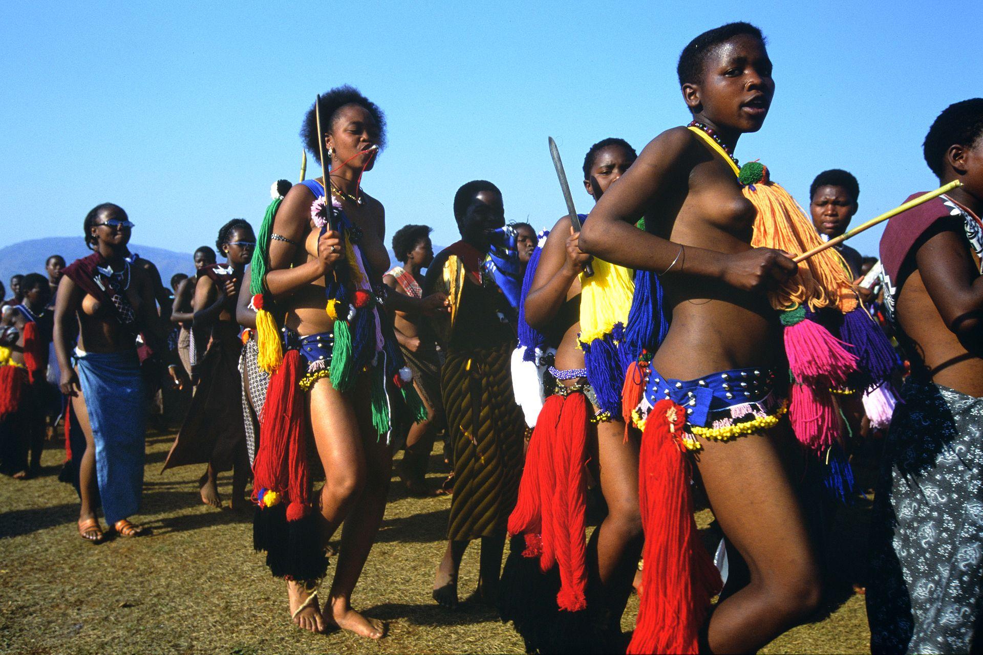 Zulu girls attend Umhlanga, the annual Reed Dance festival ...