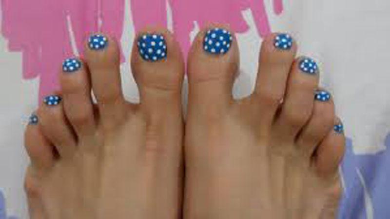 22 Ways To Have Fun With Polka Dots Nails Pinterest Feet Nails