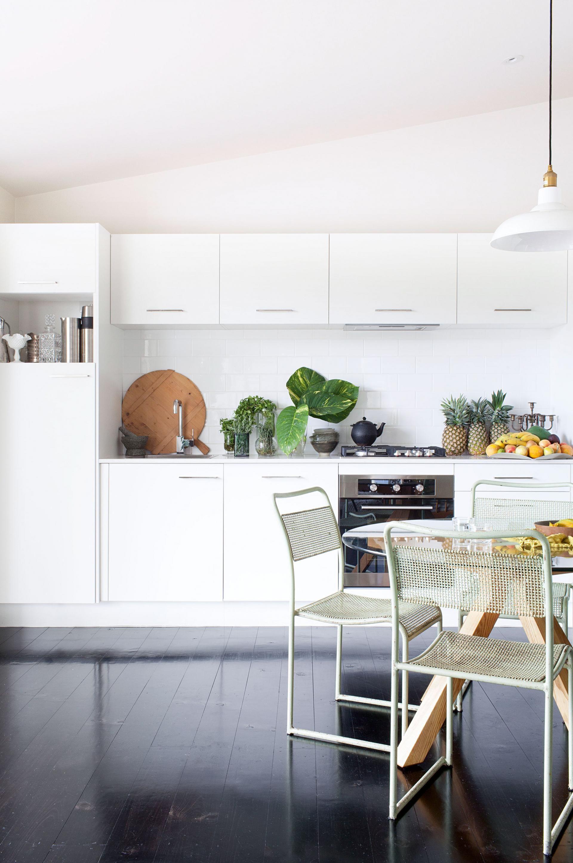 modern white Kitchen floorboards fruit Kaytar home Feb15 | Ambientes ...