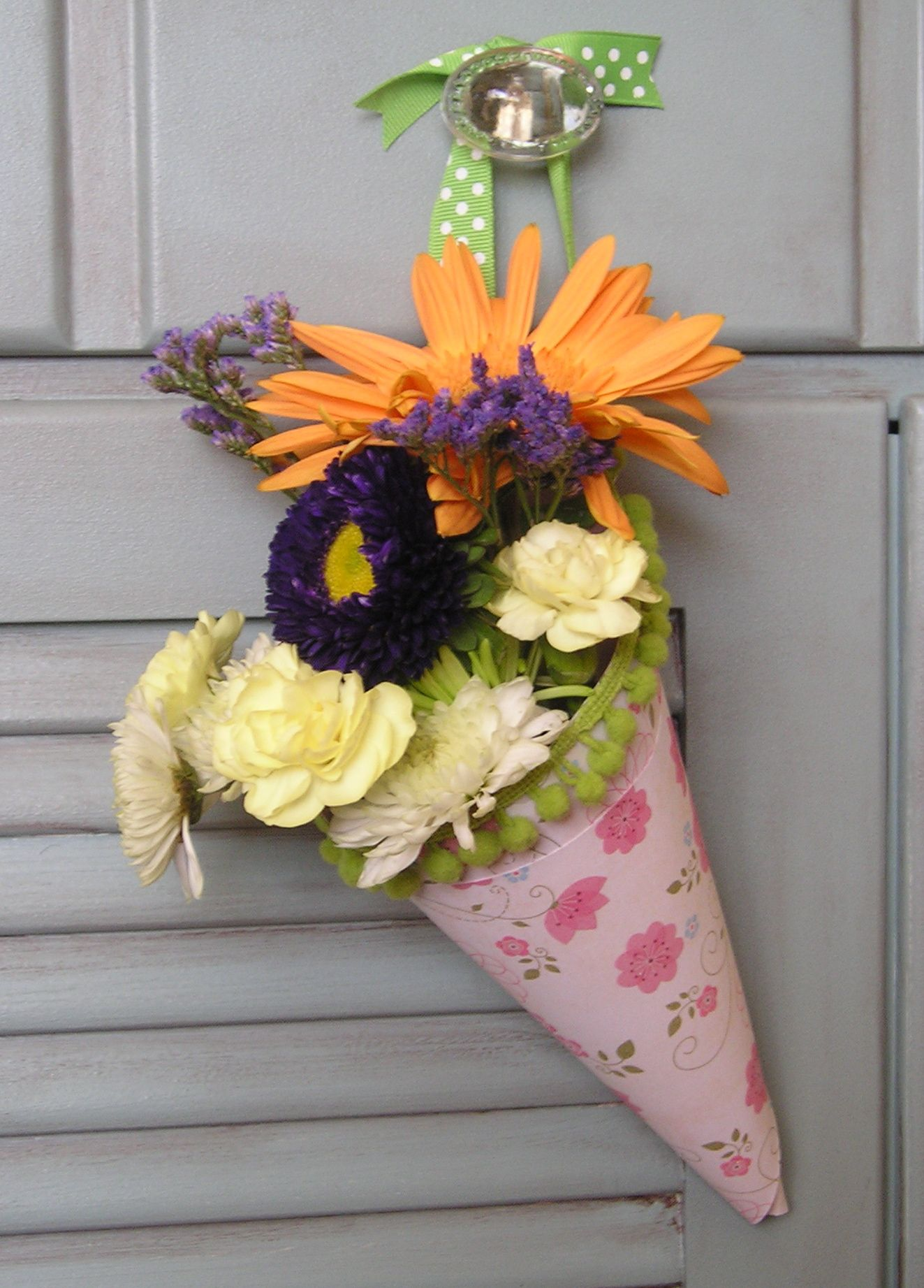 How to make a fast and easy hanging paper cone vase for spring my