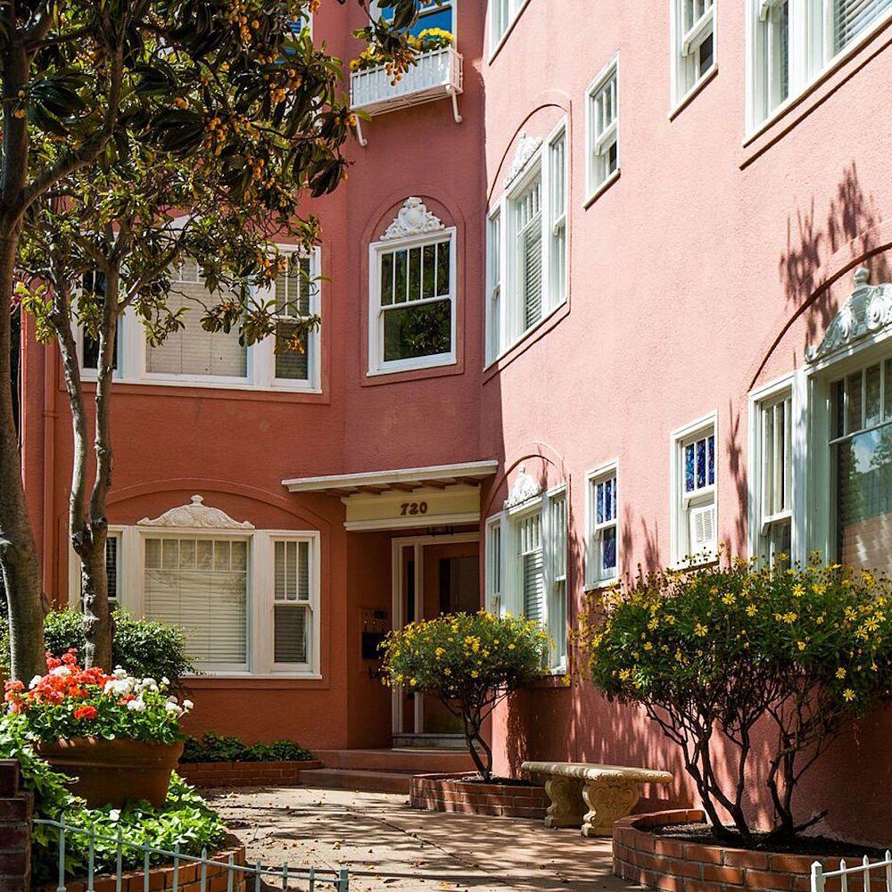 2 Bedroom Apartments Sacramento: This Sunny Sacramento Apartment's Living Room Illustrates