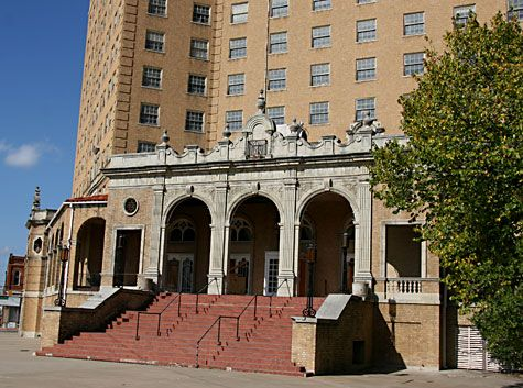 The Baker Hotel In Mineral Wells Tx It S Said To Be Haunted By 49 Spirits Including Bonnie And Clyde