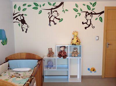 Habitación bebé con cubos decorativos