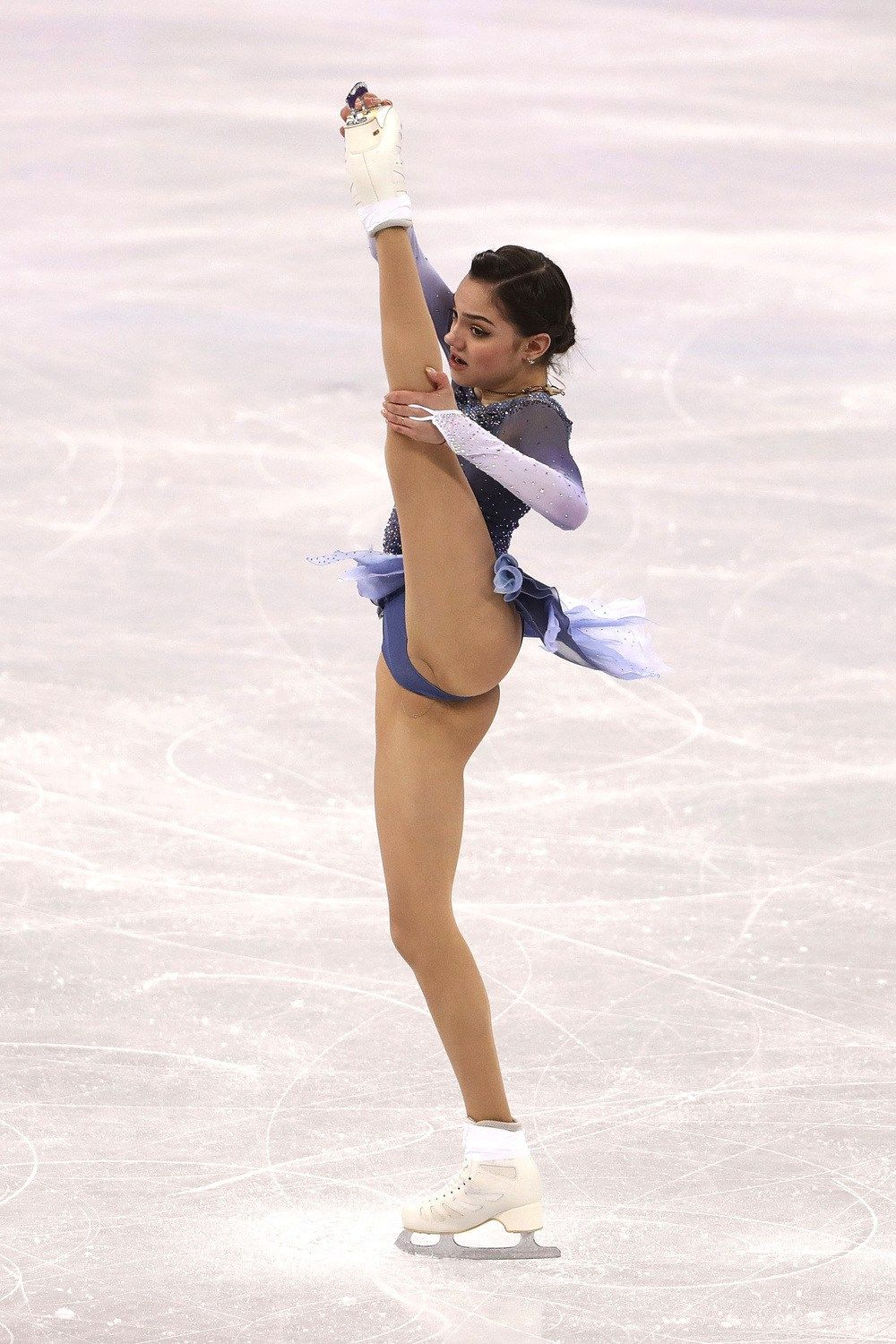 Sexy picture female ice skater