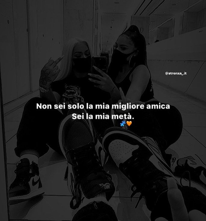 "𝓣𝓾𝓶𝓫𝓵𝓻 on Instagram: ""Sei la mia metà. Segui me: @stronxa_.it  #frasinapoletane  #miglioreamica"""