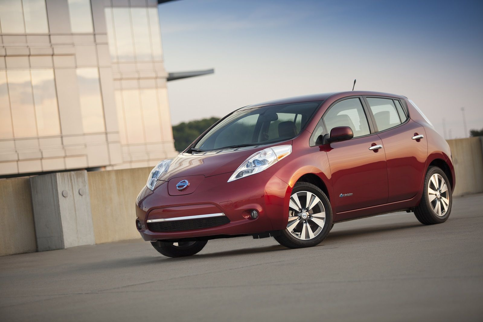 Chevy Volt Nissan Leaf Ready Second Acts Video Nissan Leaf Chevy Volt Electric Cars