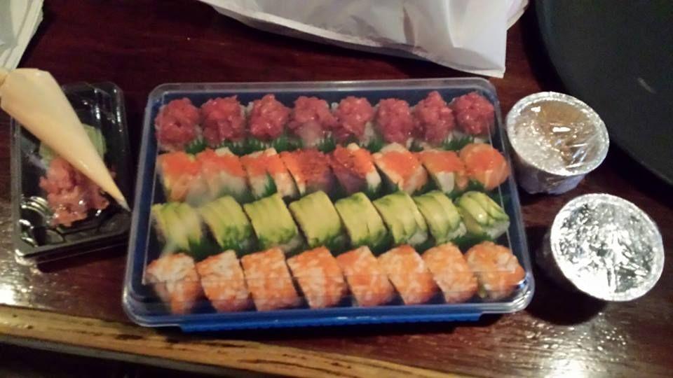 Bandeja de sushi del restaurante asako japones malaga a domicilio en - Bandejas para sushi ...