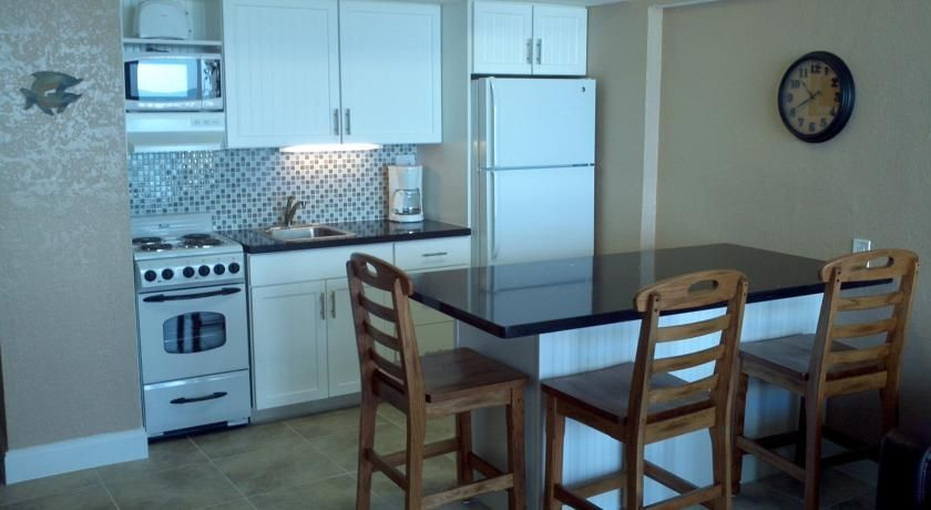 Resort Daytona Beach Hawaiian Fl Booking Com Daytona Beach Indoor Home Decor