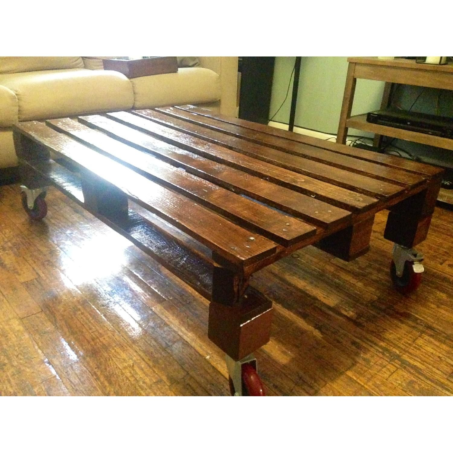 Stock AptDeco Reclaimed Wood Pallet Coffee Table
