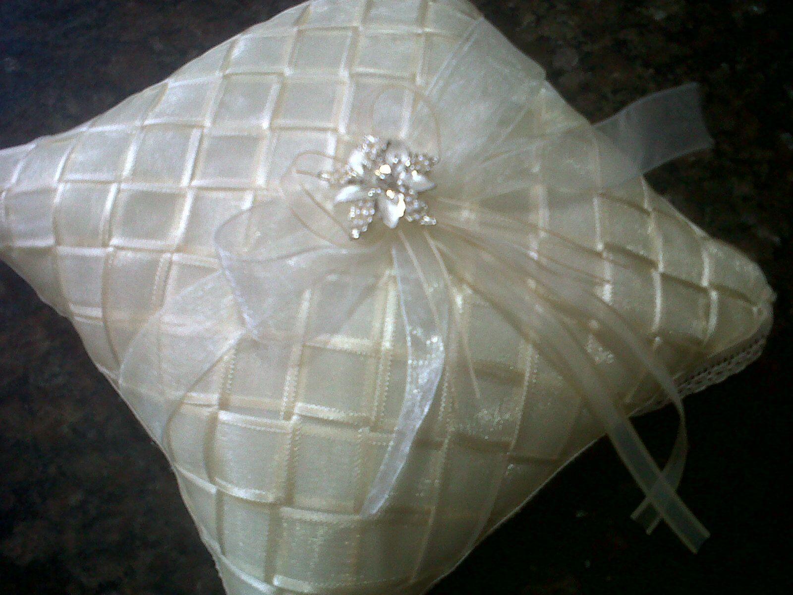 Cojines para anillos y arras hair bows pinterest - Ideas para hacer cojines ...